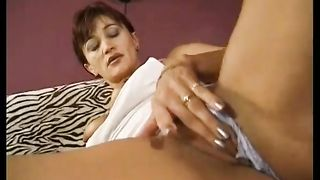 Expirienced mature redhead doxy knows how to operate with weenie