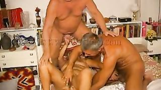 Geezers gone wild fucking one old bulky granny in Male+Male+Female three-some