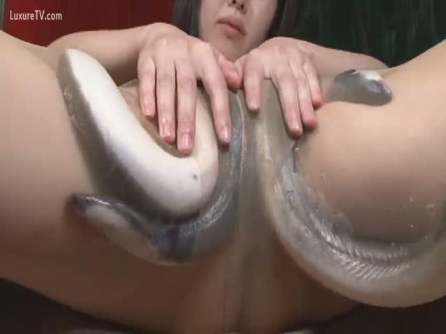 bbw playing and masturbing with eel