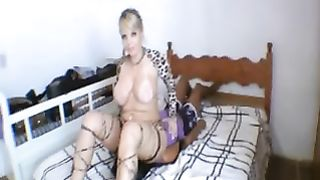 Curvaceous blond Married slut facesits her diminutive female ally