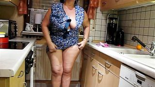Mature slut wife with massive melons shows her naughty side to me