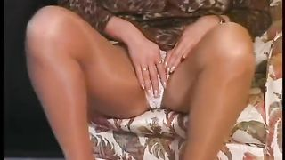Shameless golden-haired amateur wife want to demonstrate her goodies