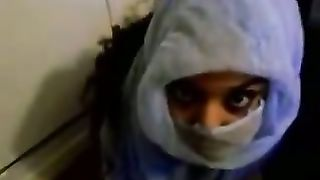 Barely legal Arab girlfriend in hijab takes smutty facial