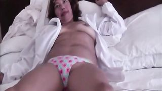 Mature white lady with saggy bumpers is showing off her wet wazoo