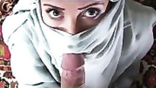 Musulmane en Hijab se prend un facial