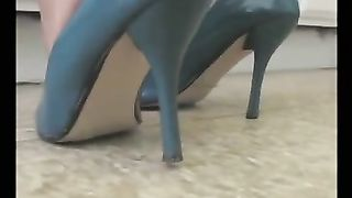 Homemade foot fetish clip with a nice-looking swarthy babe