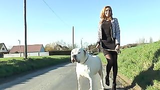 Amatuer wife gets undresssed and fucks dog