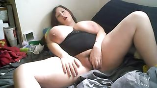 Lazy and heavy white woman masturbating on cam