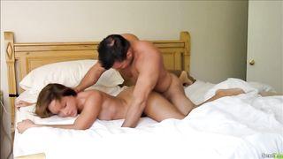 Couple sexy s'éclate au lit