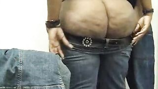 SBBW ebony amateur wife has some problems with putting on her constricted jeans