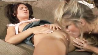 Amateur brunette acquires her wet crack licked by a sexy blonde lesbo