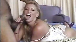 Gorgeous blonde and her boyfriend show some hot stuff via webcam