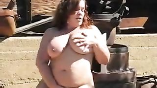 I am a bulky black cock slut with large love bubbles who can't live without masturbating on camera