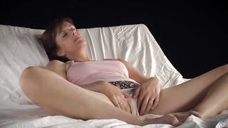 Horny wife makes you jerk off for her she toying with that succulently moist and meaty pussy of hers