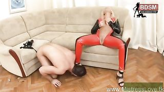 BLONDE LATEX HERRIN MIT RIESEN BDSM STRAPON