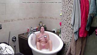 Roommate walks in on bathtub wife masturbation