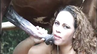 [Outdoors Aniumal Sex] Bitchy busty blande bangs outdoors with a massive horse