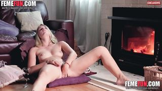 [Wife Masturbate XXX] Busty Housewife Abigail fingering and cumming