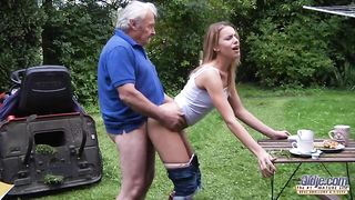 [Grandpa XXX FUCK] My stunning blonde college golddigger blows my old cock