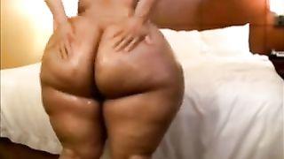 Huge-assed ebony slut wife demonstrates her body for the webcam