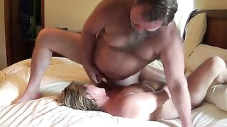 [ Stolen homevideo XXX ] My wife cums again and I cum on her face