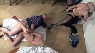 [ Real Mom Daughter and Dad Threesome ] Father and daughter incest porn
