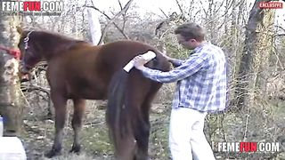 Amateur guy gets fucked by a horse during a wild zoophilia home play