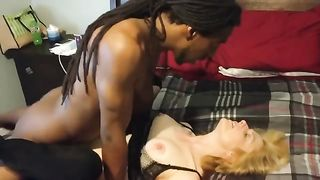 [ Amatuer HomeMade Wife Porn ] MILF Wife with Younger black boyfriend
