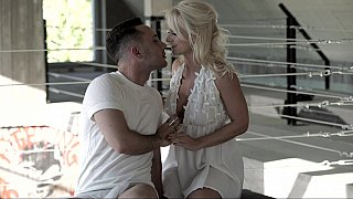 Naughty intentions - daughter sees dad naked