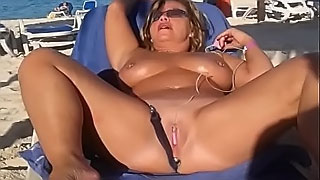 My sexy slut wife is masturbating arrondissement people at the public beach