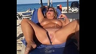 My sexy slut wife is masturbating arrondissement people at the public beach
