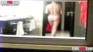 [ Amateur XXX Incest ] Spying my mom fully naked in bath room
