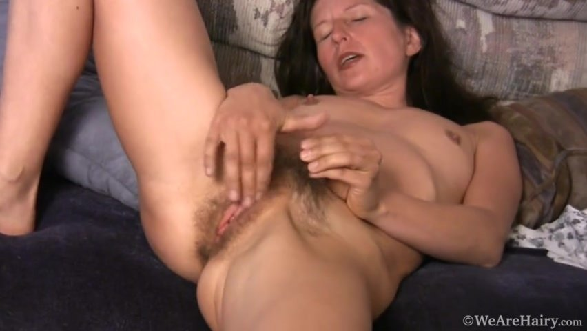 Outdoors woman getting fucked