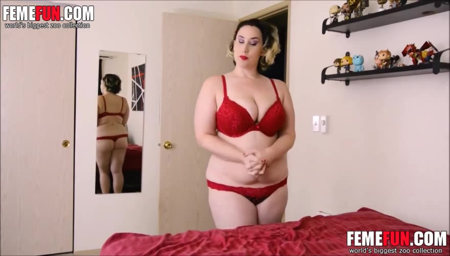 Mom jerks son and lets the guy to splash sperm on her tits ...