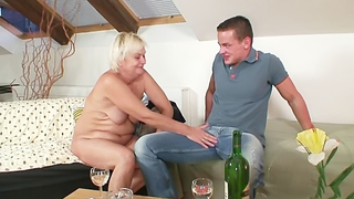 Drunk mom fucks son and pleases the bloke with the full XXX pack