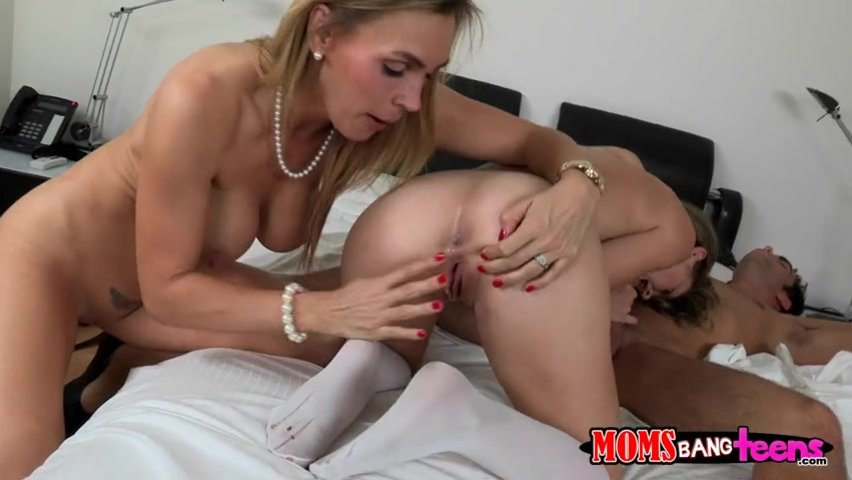 Step Sisters Fuck Each Other