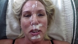 [ Incest blowjob ] My pervert mom is proud to wear my cum