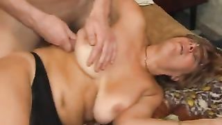 Naked hot mom blows son in sloppy modes then swallows his load