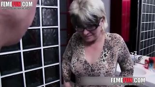 Mom gives son first blowjob and in the end, swallows huge load