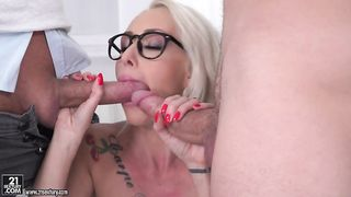 Swinging wife gets a hard fucking from her fuck buddy