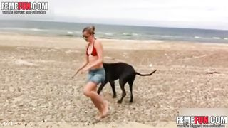 [ Teen slut fucking with her dog ] Hot young girl on the beach with her pet