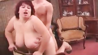 Mom swallows son like a true porn diva in the end of a fuck play