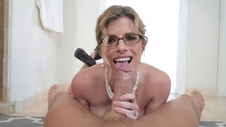 [ Mom suck son ] Putting his cum all over her tongue and cheeks while she licks his head