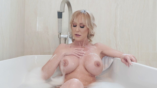 Busty sexy mommy plays with her pussy in the bathtub