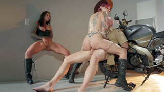 Anna Bell Peaks, Felicity Feline and Johnny Sins in threesome
