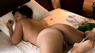 Chubby Mother Masturbates! Hot milf fingers her pussy till orgasm