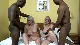 Big black dicks is the only thing - White Girl know how to worship BBC