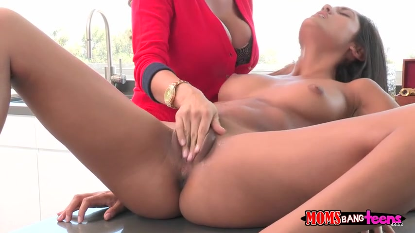 Squirting Lesbian Mom Daughter