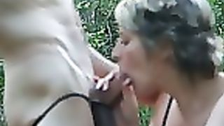 Amateur outdoor sex with awalking