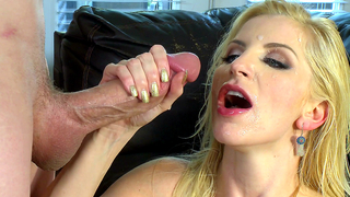 Seductive mom called son to give him incest blowjob in XXX porn affair